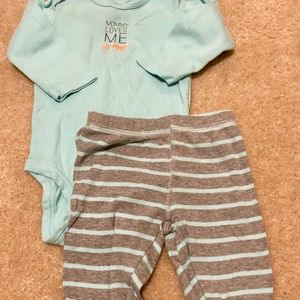 """🚨2 for $12🚨 3-6 month carters """"mommy loves me"""""""